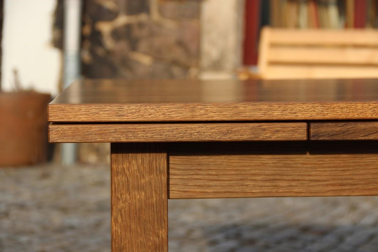 detail ausziehbarer k chentisch aus ger ucherter eiche sinnesmagnet. Black Bedroom Furniture Sets. Home Design Ideas