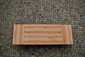 Maßgefertigter Massivholztisch individuell Möbel Tischlerei Dresden Holzmuster Kernbuche