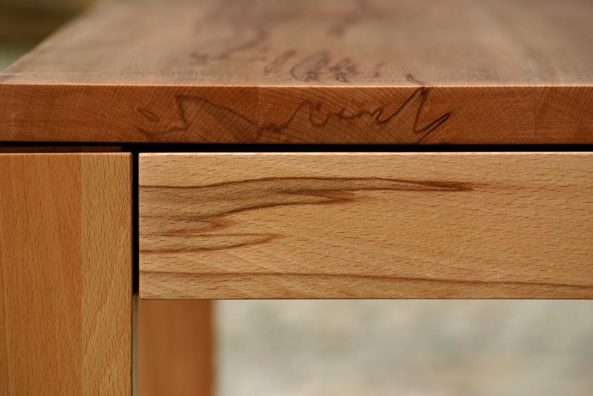 detail esstisch aus kernbuche sinnesmagnet. Black Bedroom Furniture Sets. Home Design Ideas