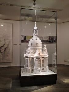 Ausstellung Frauenkirche Dresden Möbel Sockel Vitrine Museum Ladenbau Tischlerei Sinnesmagnet