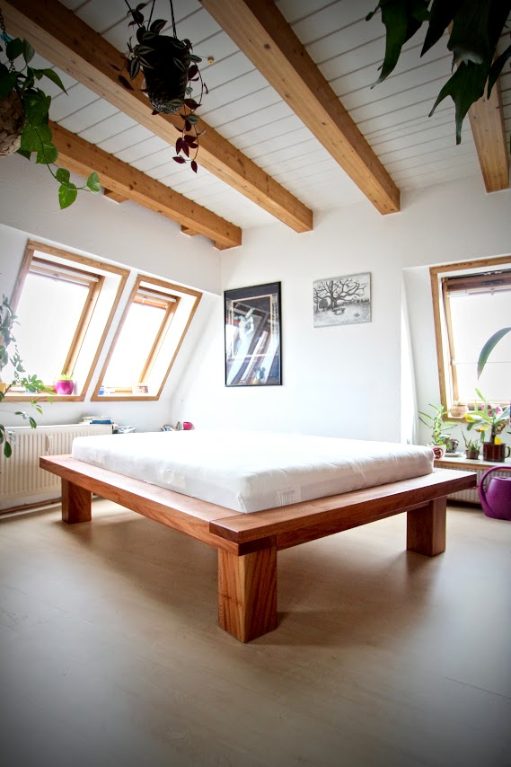 futonbett mit 16x8cm rahmen aus platane sinnesmagnet. Black Bedroom Furniture Sets. Home Design Ideas