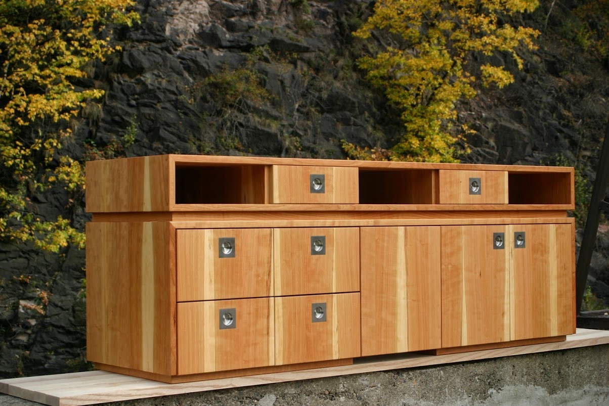 sideboard f r hifi anlage aus amerikanischer kirsche. Black Bedroom Furniture Sets. Home Design Ideas