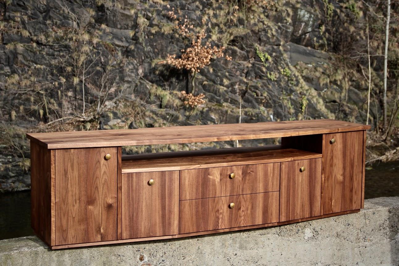phonom bel aus amerikanischem nussbaum sinnesmagnet. Black Bedroom Furniture Sets. Home Design Ideas