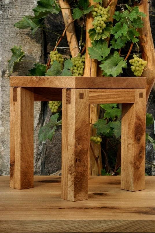 Hocker für Weinkeller aus massiver Knorreiche - Sinnesmagnet