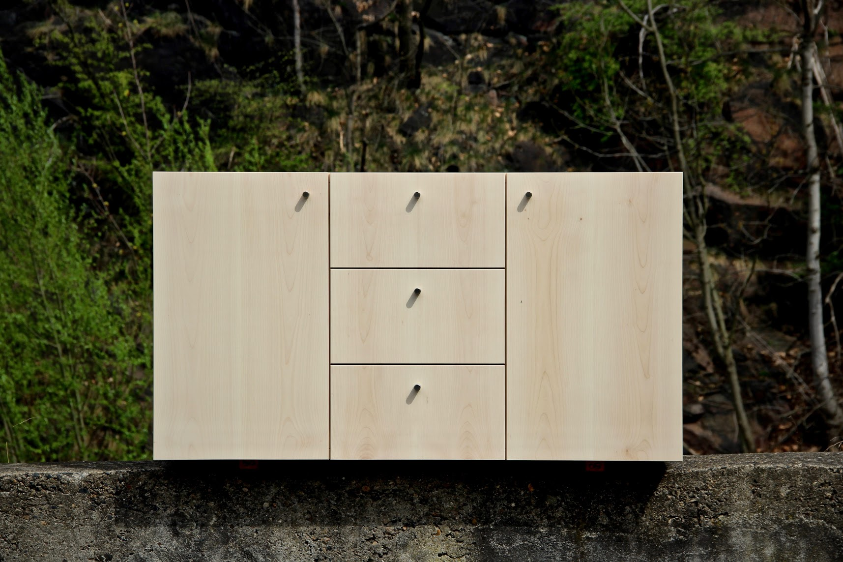 m belfront aus hellem ahorn mit wei pigmentiertem l veredelt sinnesmagnet. Black Bedroom Furniture Sets. Home Design Ideas