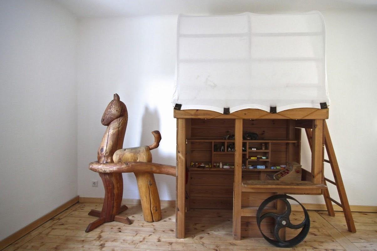 kinderbett massivholz hochbett kaufmannsladen sinnesmagnet. Black Bedroom Furniture Sets. Home Design Ideas