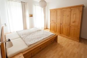 Kleiderschrank Massivholzmöbel Bio Bett Tischlerei Sinnesmagnet Dresden Schrankwand Kirsche Möbel vom Schreiner