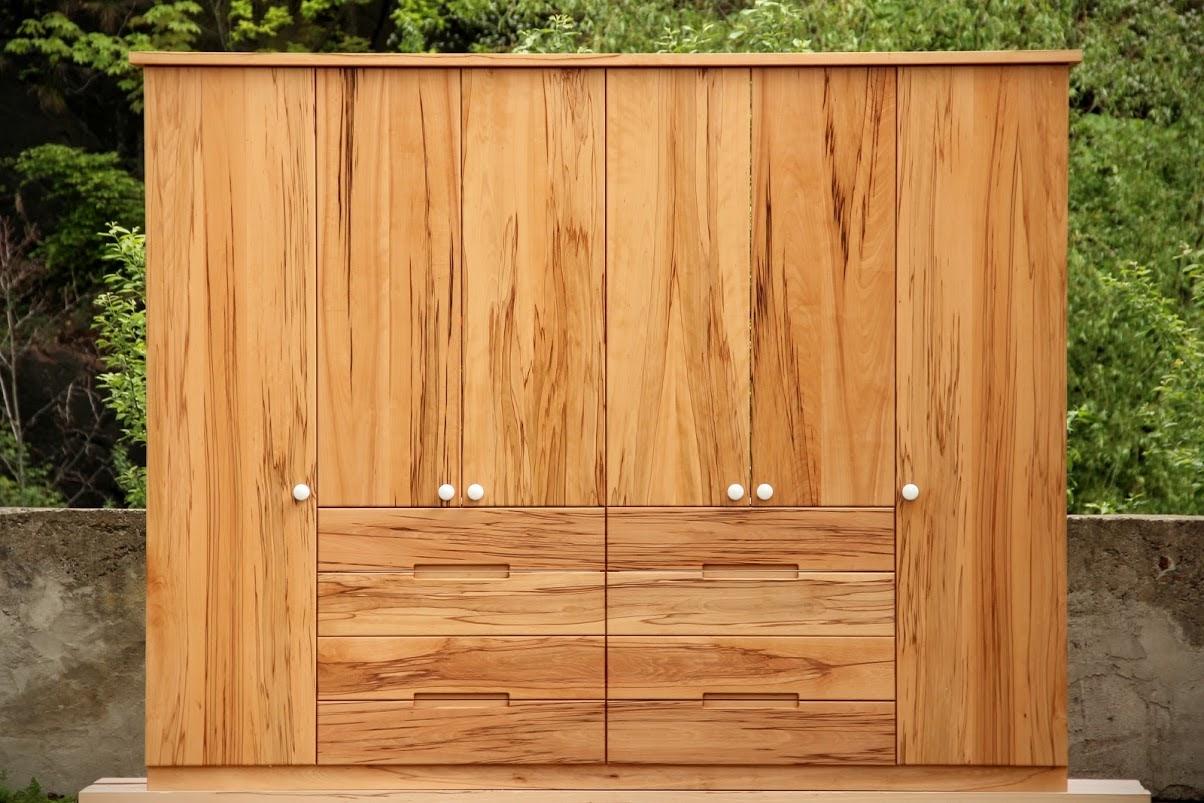 kleiderschrank aus kernbuche sinnesmagnet. Black Bedroom Furniture Sets. Home Design Ideas