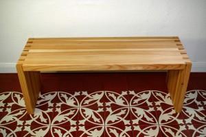 individuelle Küchenbank maßgefertigt Möbel Tischlerei Dresden Ofenbank Massivholz Blumenbank Holzmuster Lärche