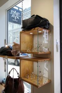 Ladenbau Displayer individuelle Möbel aus Massivholz Tischlerei Dresden