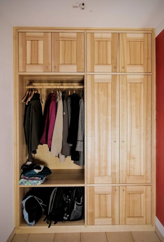 einbaugarderobe aus esche sinnesmagnet. Black Bedroom Furniture Sets. Home Design Ideas