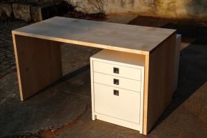 Schreibtisch maßgefertigt aus Massivholz Möbeltischlerei Dresden Praxismöbel