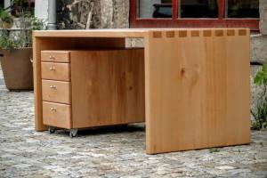 Maßgefertigter Schreibtisch Massivholzmöbel Tischlerei Dresden Holzmuster Buche