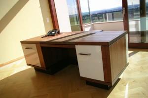 Maßgefertigter Schreibtisch Arztpraxis Möbel Tischlerei Dresden