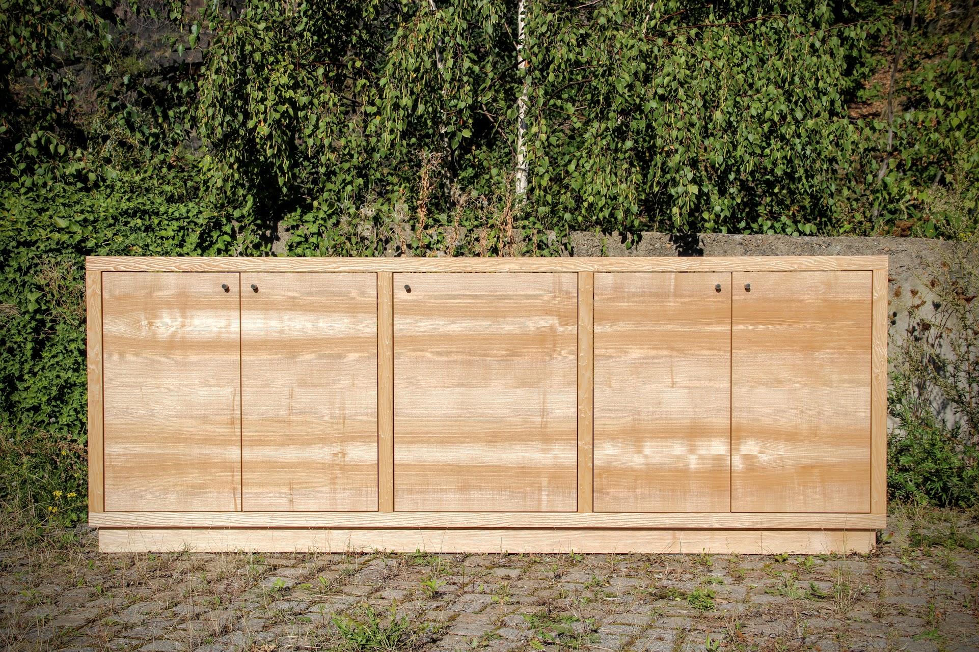 sideboard aus esche sinnesmagnet. Black Bedroom Furniture Sets. Home Design Ideas