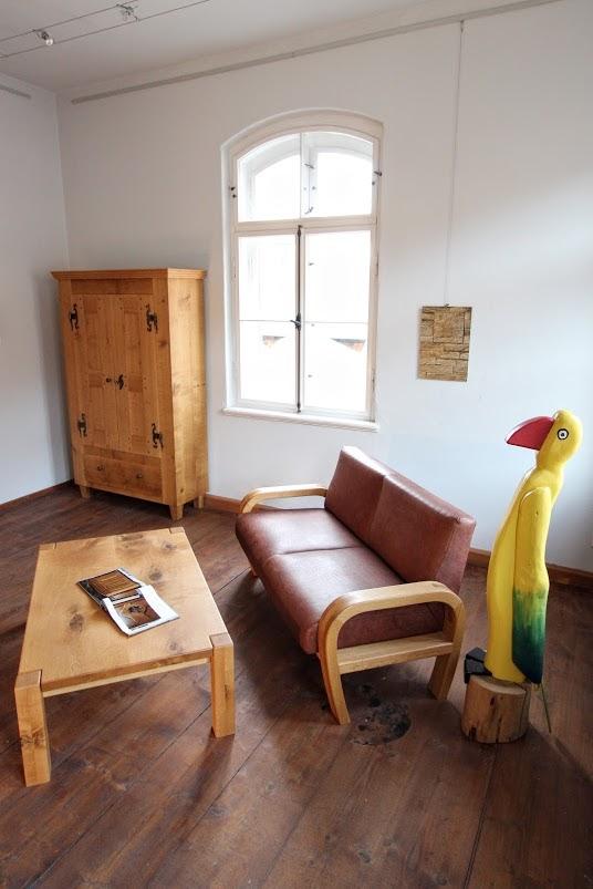 couchtisch sofa und schrank aus eiche sinnesmagnet. Black Bedroom Furniture Sets. Home Design Ideas