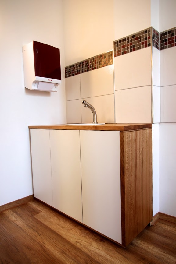 praxiseinrichtung aus r ster und hpl f r sportorthop die dresden entwurf leniger. Black Bedroom Furniture Sets. Home Design Ideas