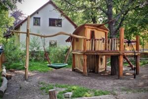 Kindergarten Möbel Tischlerei Sinnesmagnet Baumhaus Kinder Spielplatz Robinie Dresden Nestschaukel Waldorf Kindergarten