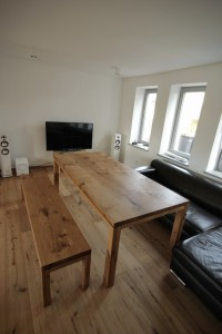individueller Massivholztisch mit Bank maßgefertigt Möbel Tischlerei Dresden