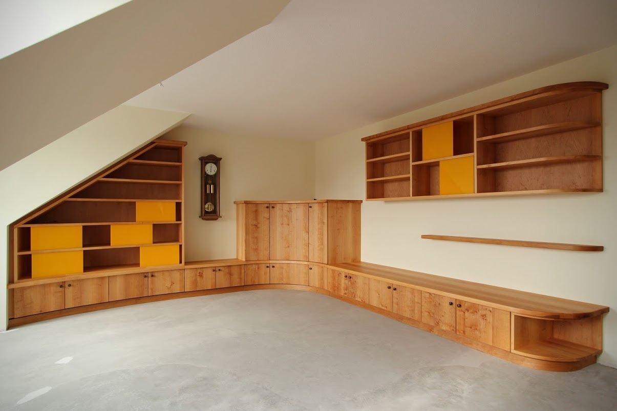 Wohnzimmer-Einbaumöbel aus Erle - Sinnesmagnet