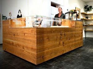 Ladenbau Massivholz Norwegen Oslo Möbel Tischlerei Dresden Tresen aus Holz