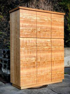 Kleiderschrank aus massiver Esche mit drei Türen Möbel Tischlerei Dresden