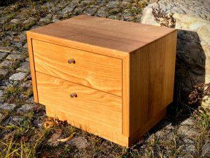 Nachttisch aus Eiche massiv Holz Tischlerei Dresden mit Schublade