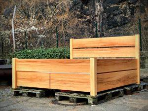 Bett aus Kernbuche masssiv stabil robust Holz