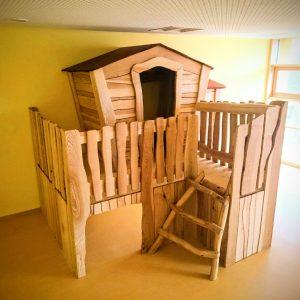 Kindergartenausstattung Spielhaus Hochebene und Schlafhöhle Esche Massivholz