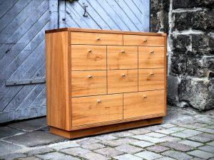 Kommode aus Rüster viele Schubkästen Sideboard Möbel aus Holz Dresden