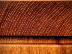 Holzmuster Schreibtischplatte aus Ulmenholz Rüster